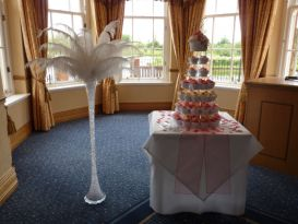 cake table feathers